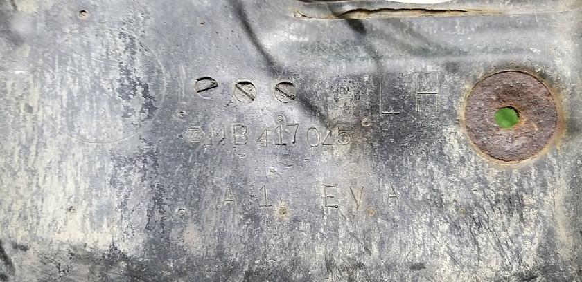 Брызговик задний левый MITSUBISHI Delica P35W