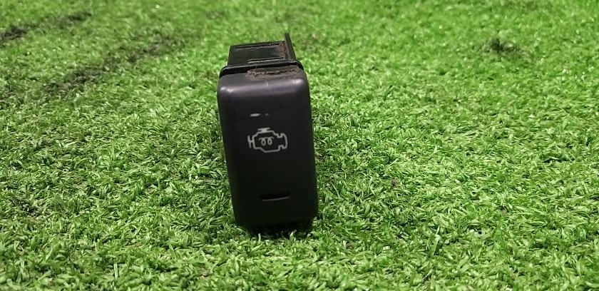 Кнопка обогрева передняя ISUZU Bighorn UBS69 контрактная