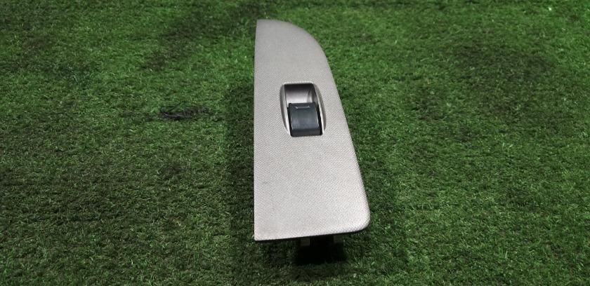 Пульт стеклоподъемника передний левый TOYOTA caldina sT215 74232-21010 контрактная