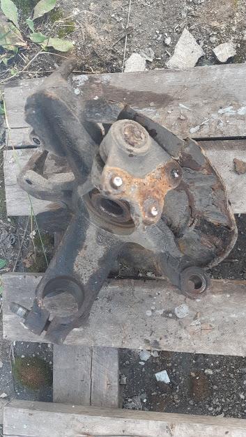 Кулак поворотный передний правый Skoda Fabia 2 Combi 1.2 BZG