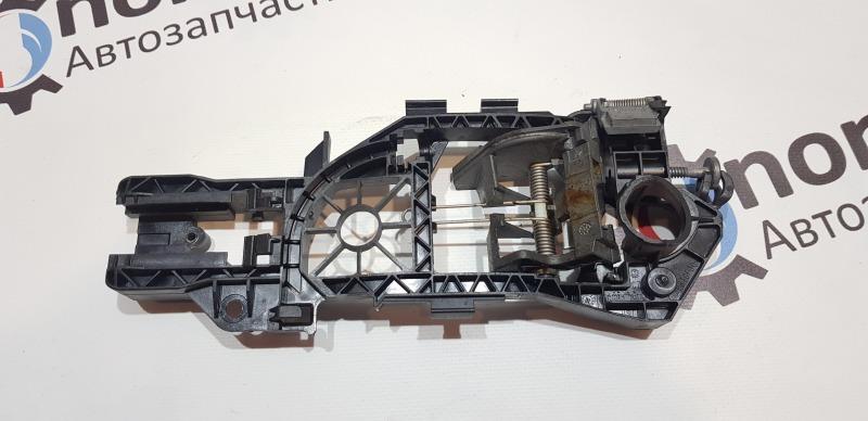 Кронштейн ручки двери задний правый Passat B6 2008 универсал 1.9 BXE