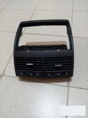 Дефлектор воздушный центральный VW Touareg 2003-2010