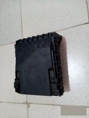 Коммутационный блок моторного отсека VW Passat B6 2006-2011