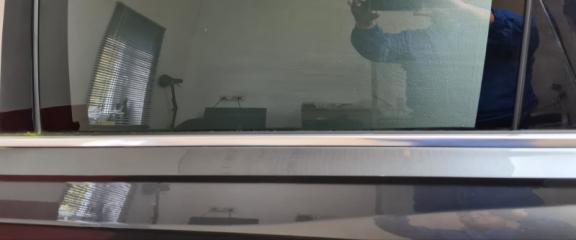 Накладка стекла двери задняя левая Audi Q7 2016