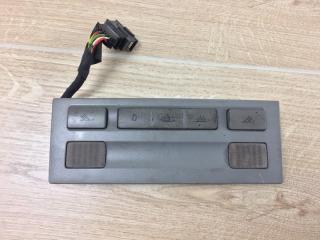 Запчасть выключатель плафона салона VW Touareg 2003-2010
