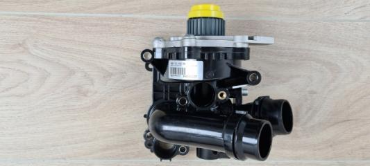 Насос водяной (помпа) VW Passat 2009-2015