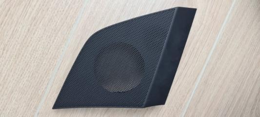 Накладка на громкоговоритель передняя правая Audi Q7 2016