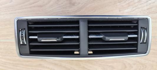 Дефлектор воздушный центральный задний Audi Q7 2016
