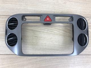 Рамка магнитолы с дефлекторами передняя VW Tiguan 2008-2012