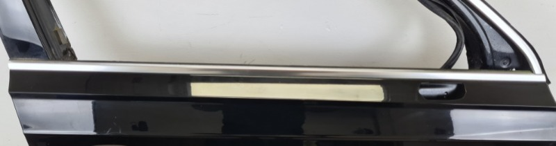 Накладка стекла двери передняя правая Audi Q7 2015-