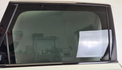 Стекло двери заднее правое Audi Q7 2015-
