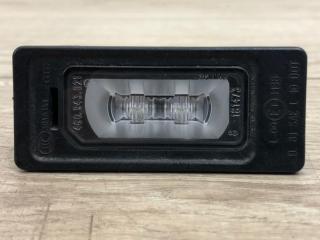 Запчасть плафон подсветки номера задний Audi Q3 2012- 2018