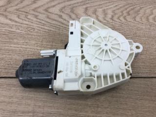 Запчасть моторчик стеклоподъемника задний правый Audi A4 S-line 2015-