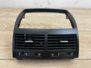 Дефлектор воздушный центральный VW Touareg GP R-Line 2007