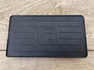 Беспроводная зарядка телефона Audi Q7 2015-