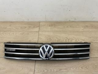 Решетка радиатора со значком VW Touareg FL 2015-2018