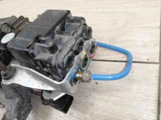 Блок клапанов пневмоподвески VW Touareg NF 2013