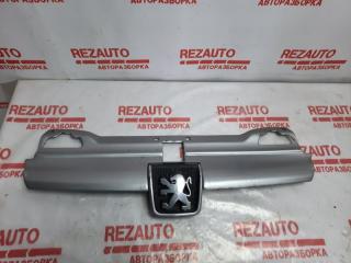 Запчасть решетка радиатора Peugeot 406