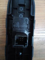 Запчасть кнопка стеклоподъемника задняя левая Peugeot 308 2008