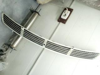 Запчасть решетка в капот Mercedes-Benz W211 2002-2009