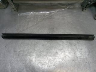 Запчасть накладка стекла задняя правая Dodge Nitro 2008