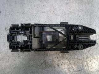 Запчасть кронштейн ручки задний правый Skoda Yeti 2011