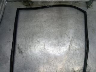 Запчасть уплотнитель стекла двери задний правый Mitsubishi Lancer 9 2006