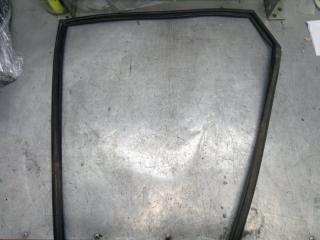 Запчасть уплотнитель стекла двери задний левый Mazda Mazda 3 2007