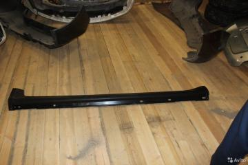 Запчасть накладка на порог левая Subaru Tribeca