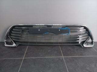 Запчасть решетка бампера передняя Toyota Camry
