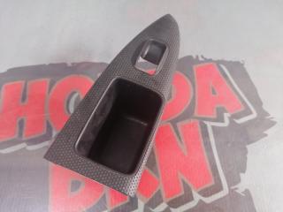 Запчасть накладка на кнопку стеклоподъемника задняя левая Honda Stream 2004