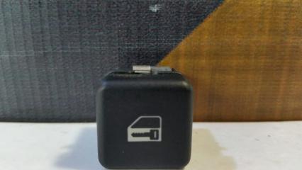 Кнопка центрального замка BMW 525i 1996