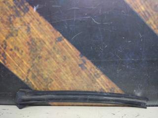 Молдинг лобового стекла левый Cadillac Escalade 2002