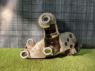 Кронштейн двигателя правый Volkswagen Passat 2003