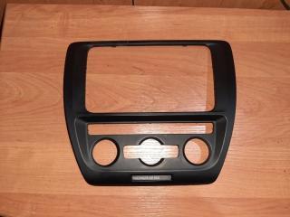 Рамка магнитолы Volkswagen Jetta 2013
