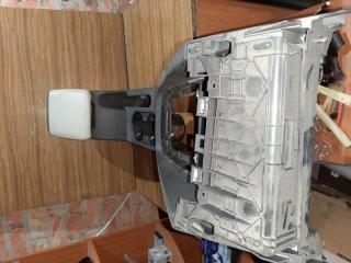 Консоль центральная (подлокотник и подстаканники) Volkswagen Jetta