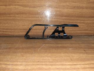 Запчасть кронштейн внутренней ручки левый Volkswagen Jetta