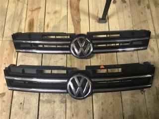 Решетка радиатора передняя Volkswagen Touareg 2013
