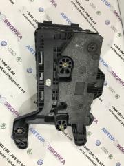 Крепление (подставка) аккумулятора Volkswagen CC 2013 года