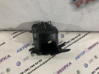 Дефлектор радиатора правый Volvo XC60 2013 года