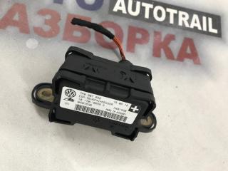 Датчик ускорения Audi Q7 2011 год