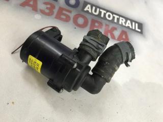 Помпа насос охлаждения Audi Q7 2011 год