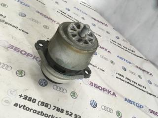 Подушка двигателя Audi Q7 2011 год