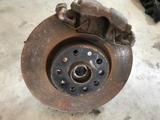 Тормозной диск передний левый Volkswagen Tiguan 2013 год
