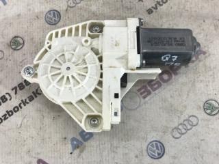Мотор стеклоподъемника передний правый Audi Q7 2013 год