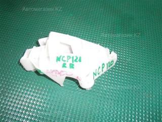 Запчасть крепление бампера заднее правое TOYOTA RACTIS 2012