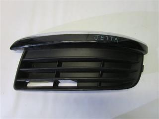 Запчасть решетка в бампер передняя левая Volkswagen Jetta
