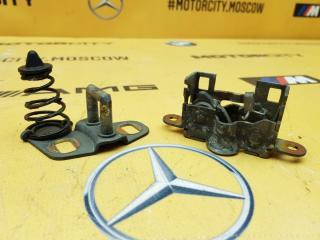 Замок капота Mercedes-Benz W638 M104.900 2.8 контрактная