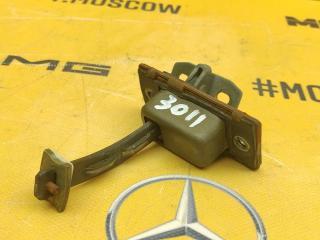 Ограничитель двери передний правый Mercedes-Benz W638 M104.900 2.8 контрактная
