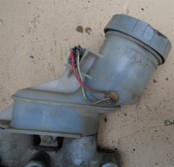 Запчасть бачок тормозной жидкости Daihatsu Storia 1998